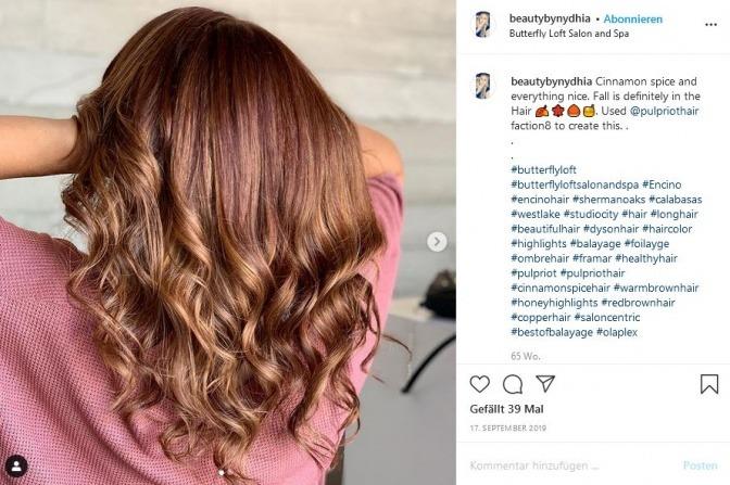 Haarfarben Trends 2021: angesagt sind grau, rot und die 90er