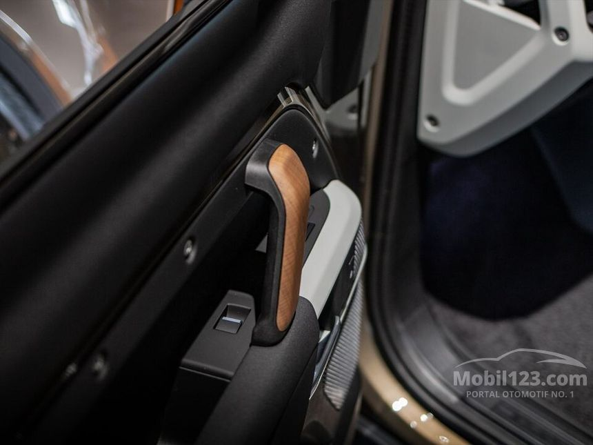 Jual Mobil Land Rover Defender 2020 110 P300 SE 2.0 di DKI ...
