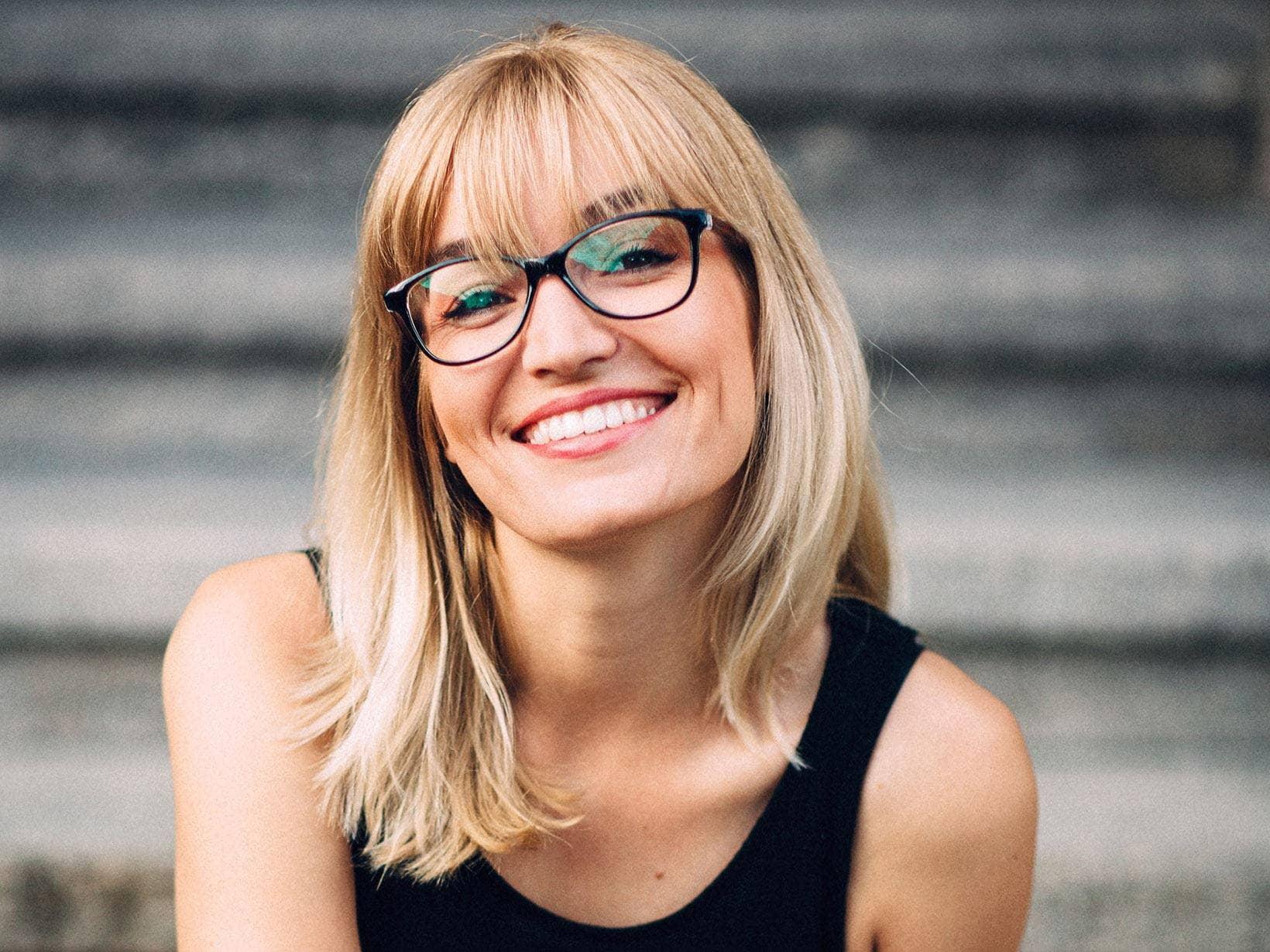 Frisuren mittellang stufig mit brille - Beliebte Frisuren 2020