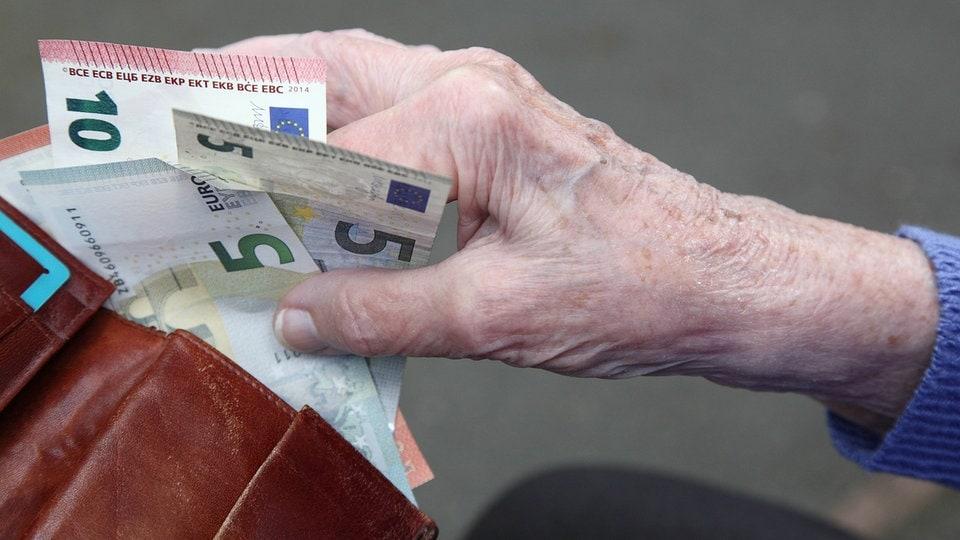 Rentenerhöhung 2021 könnte im Westen ausfallen | MDR.DE