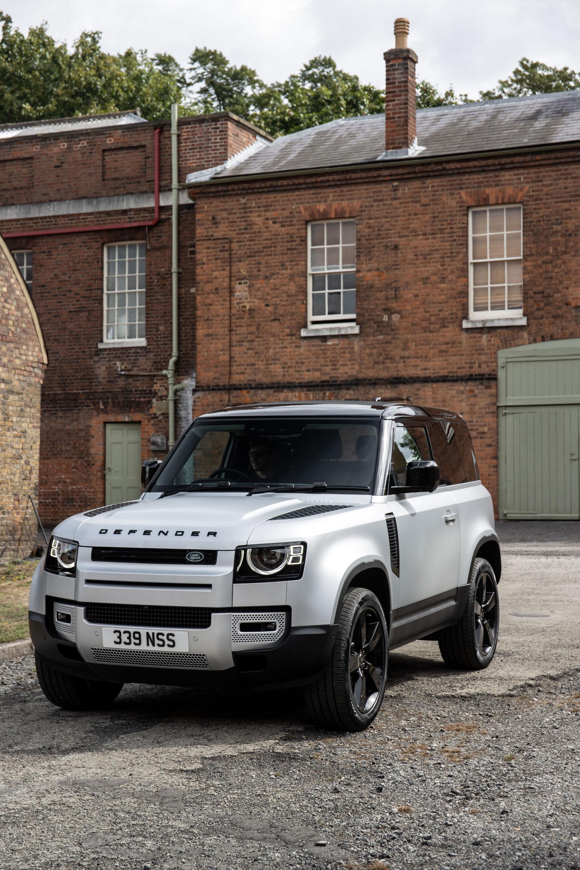 Το Land Rover Defender αποκτά νέο diesel κινητήρα και plug ...