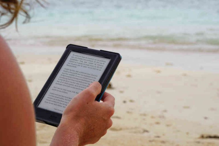 Amazon Kindle vs Kindle Paperwhite: Which Best Amazon e ...