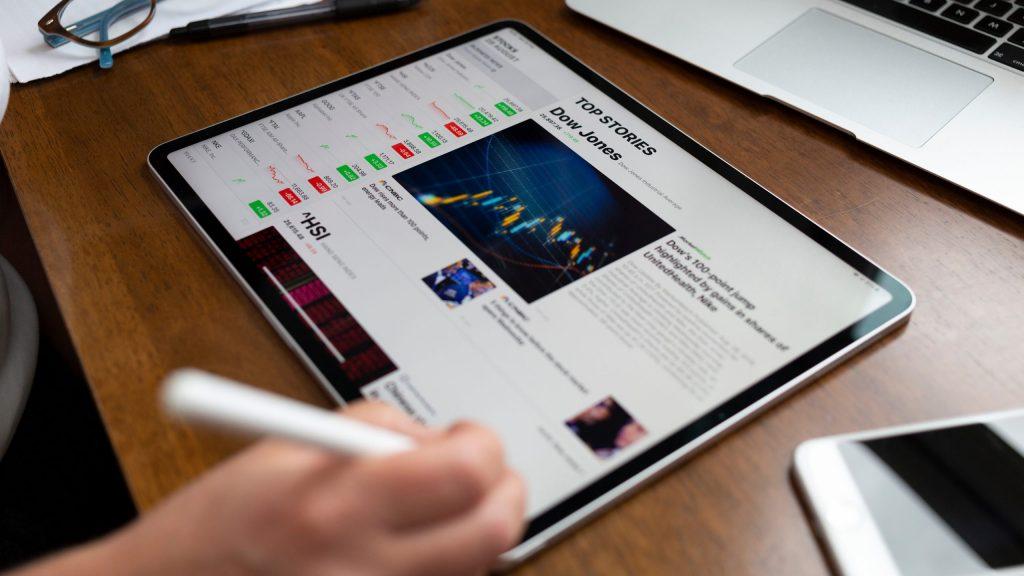 Apple May Introduce 12.9-Inch iPad Pro with Mini LED ...