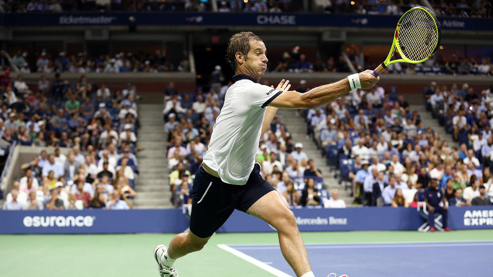 Federer puts on a virtuoso performance - Official Site of ...
