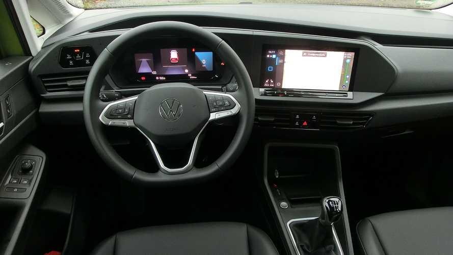 VW Caddy (2021): Das Cockpit mit großen Displays ...