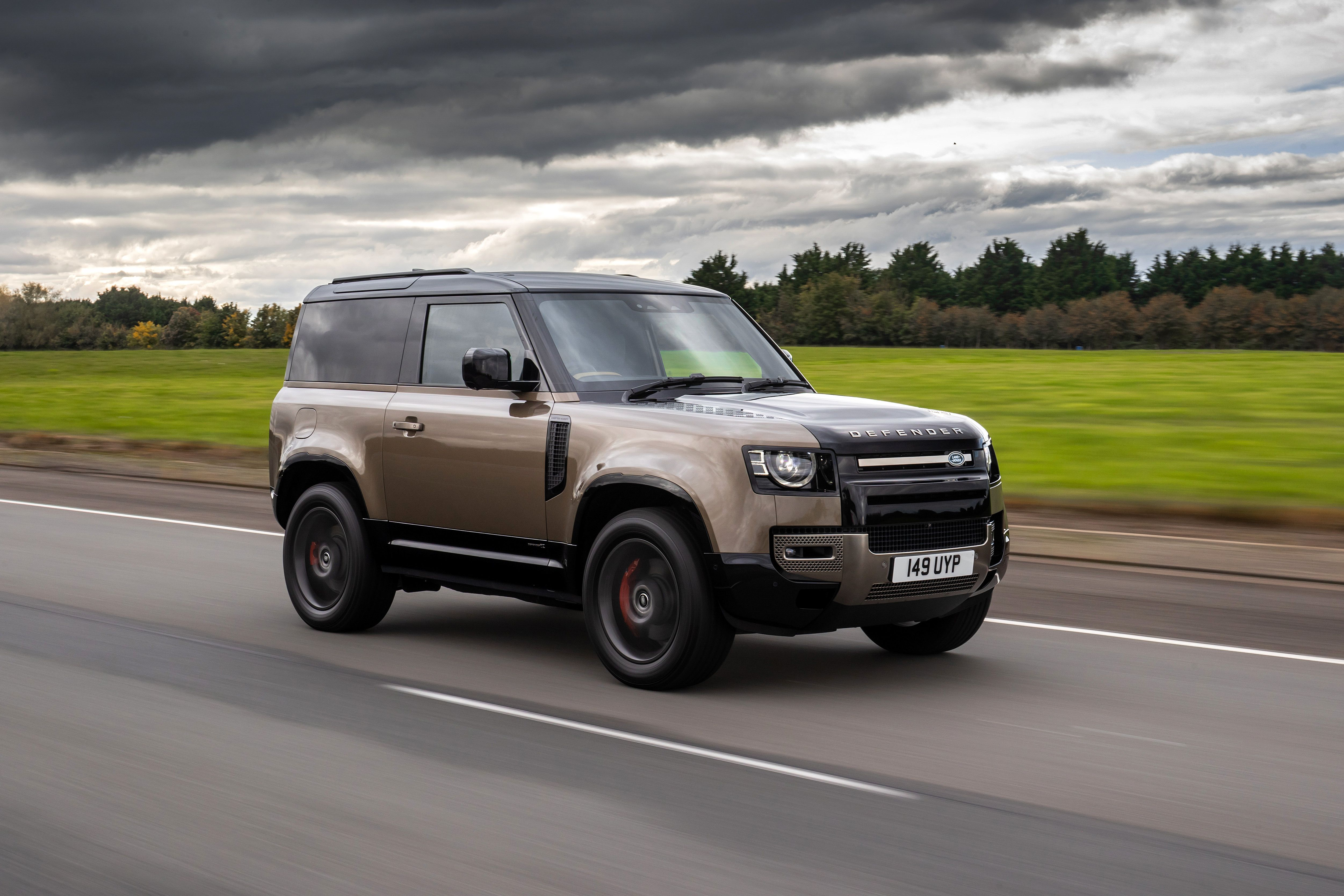 2021 Land Rover Defender 90 Puts the Defender In its ...