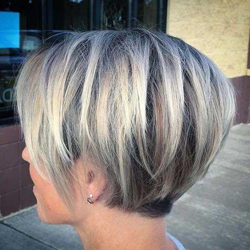 Kurzer Balayage Colored Layered Bob Haarschnitt   Frisuren ...