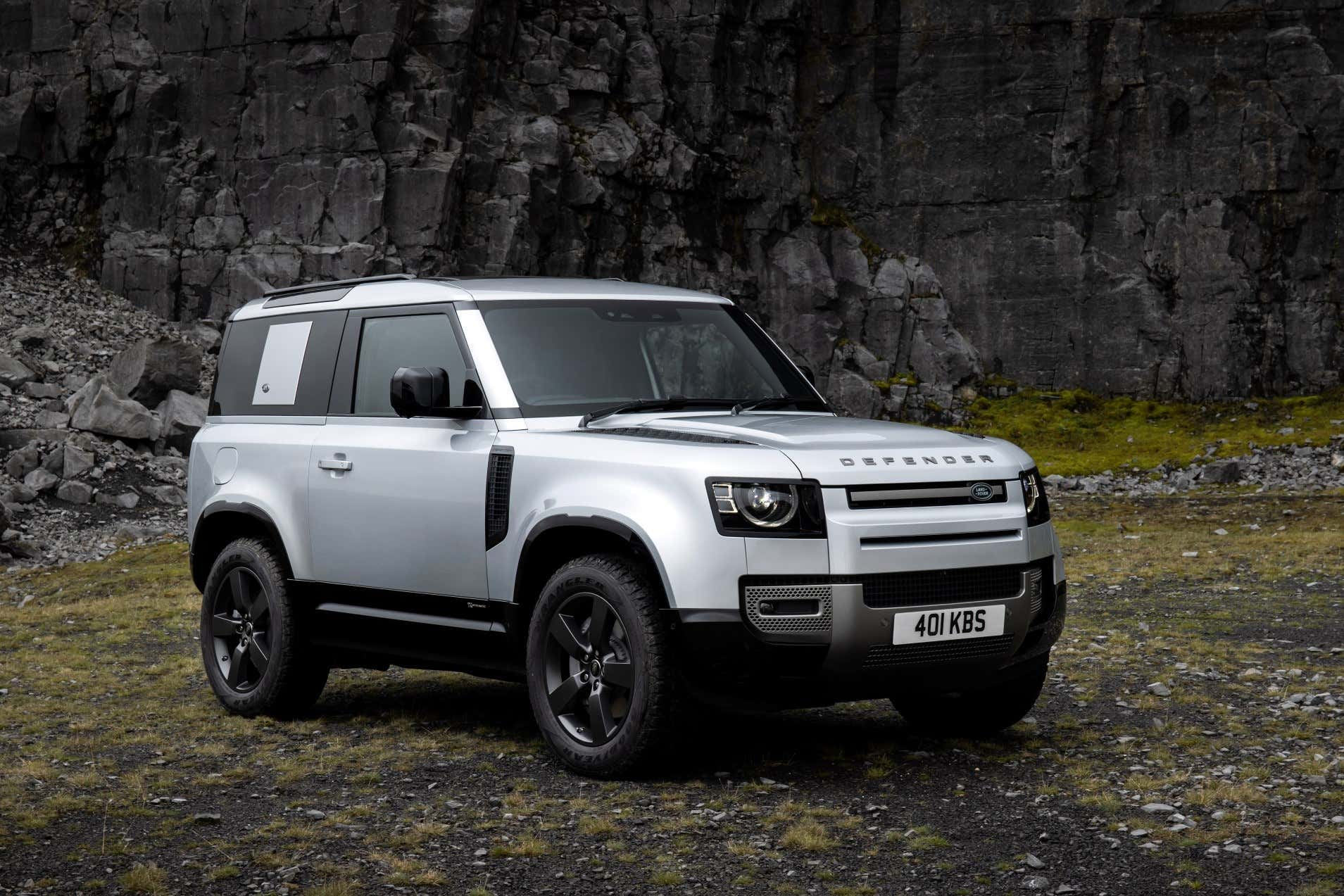 2021 Land Rover Defender P400e: The 398-HP Plug-In Hybrid ...